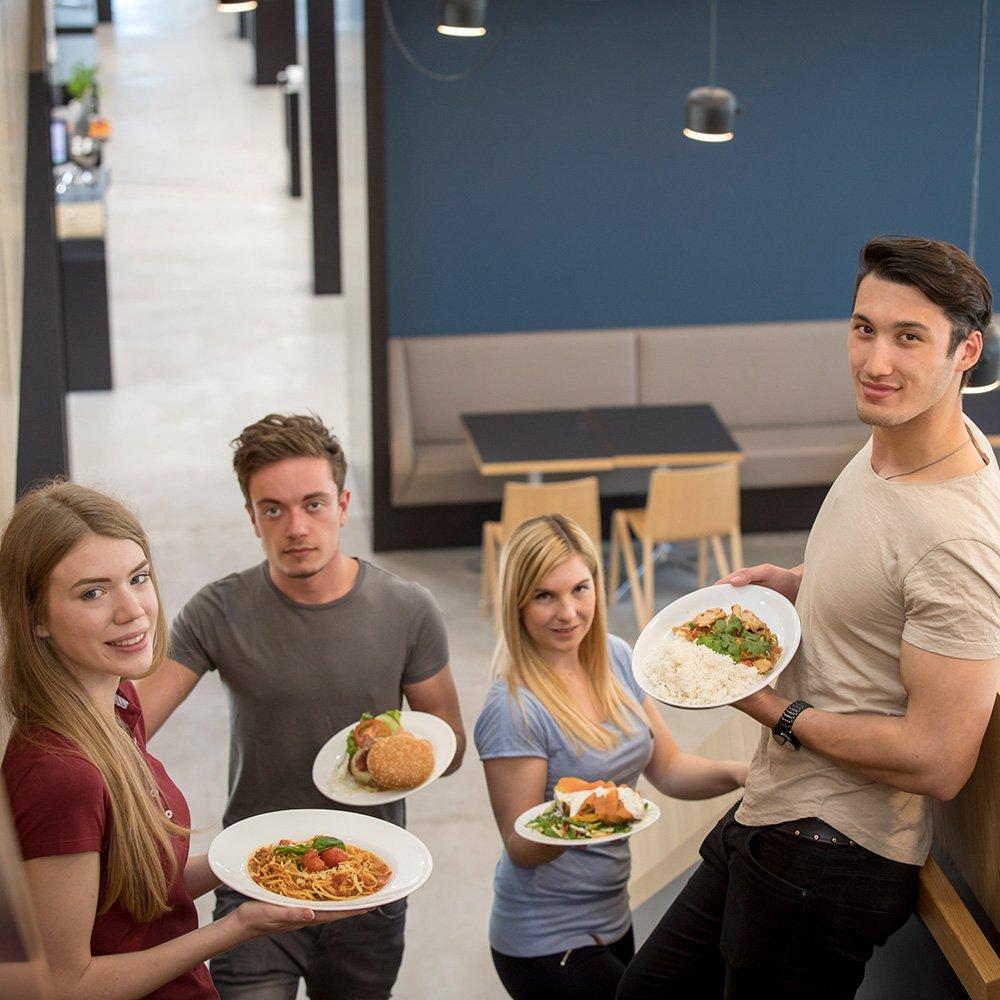 Aircampus Graz Mensa Studenten mit Speisen
