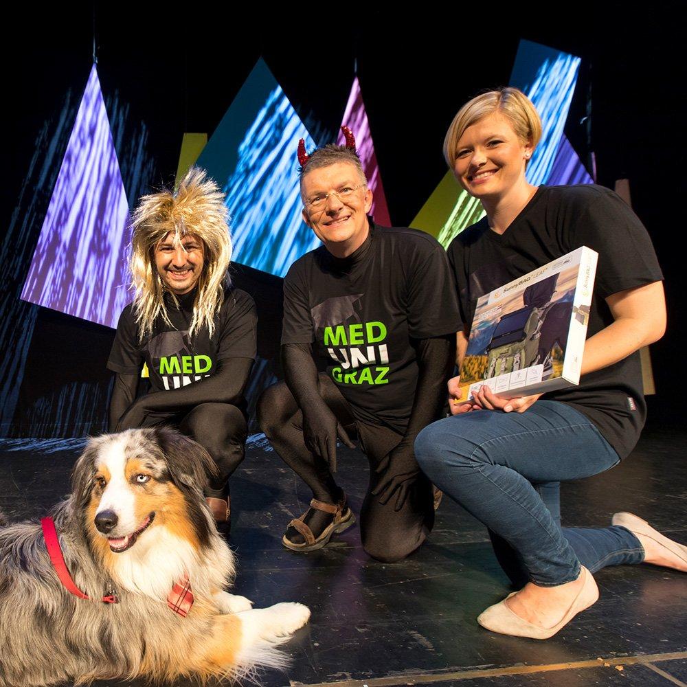 Aircampus Graz Science Slam Gruppenfoto mit Hund